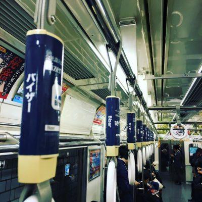 吊り革広告